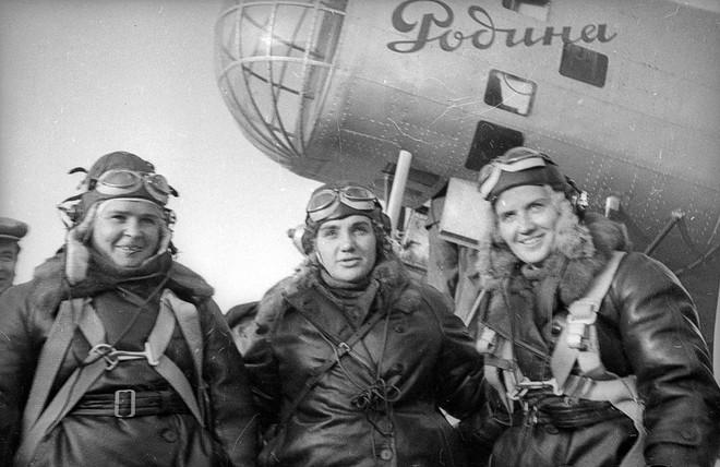 Nữ phi công không bao giờ được phong tướng vì ương bướng đối đầu với nguyên soái Liên Xô - Ảnh 1.