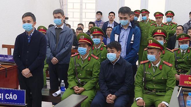 Thẩm phán Trương Việt Toàn lý giải việc bắt tay, vỗ vai ông Nguyễn Đức Chung sau tuyên án - Ảnh 1.
