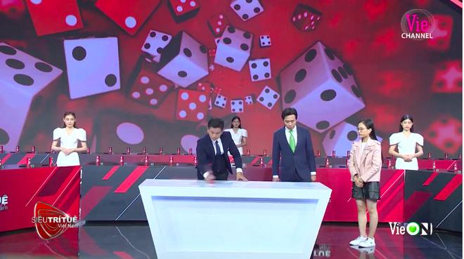 Siêu trí tuệ Việt Nam: Tài năng của cô gái khiến ban giám khảo lẫn khán giả vỡ oà vào giây phút cuối - Ảnh 2.