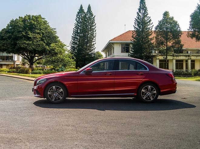 Điểm danh loạt ô tô giảm giá khủng dịp cuối năm - Ảnh 6.