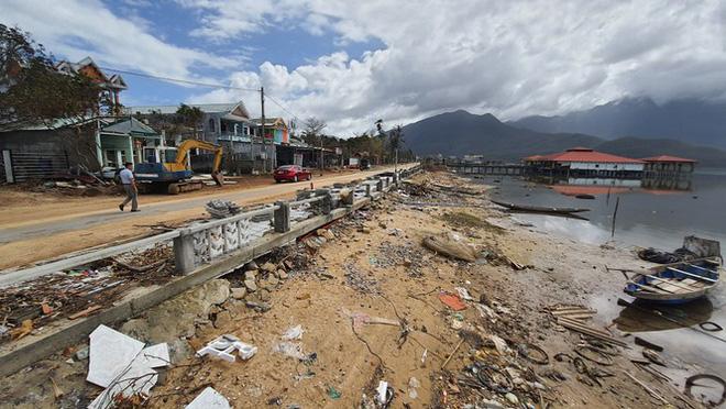 Phố đi bộ hơn 170 tỷ ven đầm ở Lăng Cô tan nát do thủy triều dâng cao? - Ảnh 2.