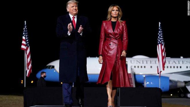 Bà ấy chỉ muốn về nhà: Bà Melania làm gì khi ông Trump tìm mọi cách ở lại Nhà Trắng? - Ảnh 1.