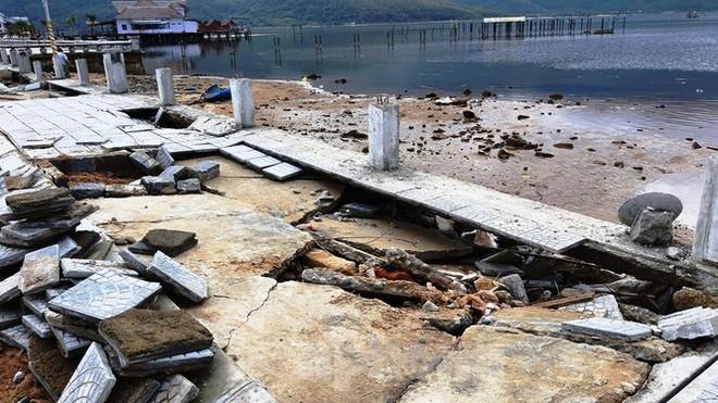 Phố đi bộ hơn 170 tỷ ven đầm ở Lăng Cô tan nát do thủy triều dâng cao? - Ảnh 3.