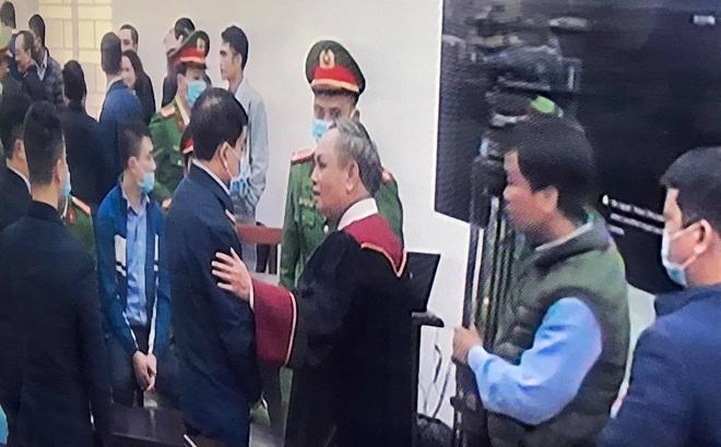 Thẩm phán Trương Việt Toàn lý giải việc bắt tay, vỗ vai ông Nguyễn Đức Chung sau tuyên án