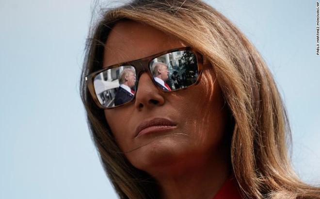 """""""Bà ấy chỉ muốn về nhà"""": Bà Melania làm gì khi ông Trump tìm mọi cách ở lại Nhà Trắng?"""