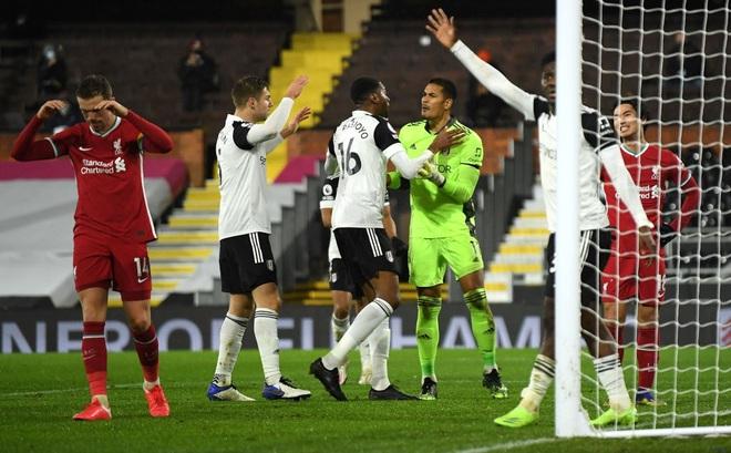 Liverpool bất lực trước thủ thành gốc Đông Nam Á; Arsenal tiến gần nhóm xuống hạng