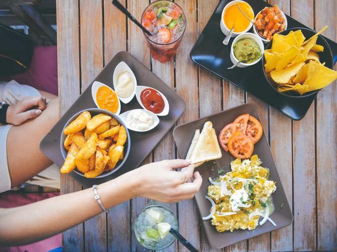 3 việc không nên làm sau khi ăn: Tưởng tốt mà hoá ra gây hại - Ảnh 6.