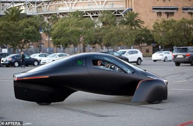Xe điện không cần sạc chạy bằng năng lượng Mặt Trời - Ảnh 1.
