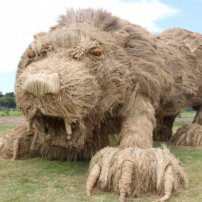 Kinh ngạc loạt quái vật rơm khổng lồ trên cánh đồng Nhật Bản - Ảnh 12.