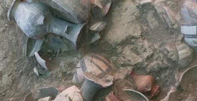 Kho báu khổng lồ 3500 tuổi nằm giữa 52 hài cốt - Ảnh 3.