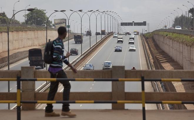 """Xây cao tốc, thu nợ qua phí cầu đường: Trung Quốc dùng chiêu gì với những """"con nợ"""" khó đòi?"""