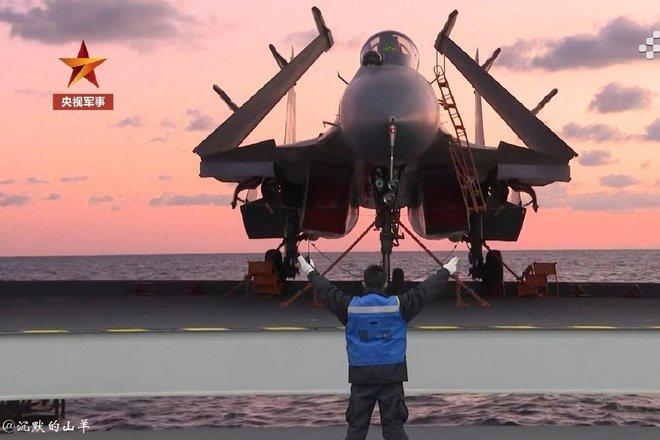Israel phóng tên lửa uy hiếp kẻ thù truyền kiếp, tàu Iran bốc cháy dữ dội - Máy bay Nga gầm rú không kích mục tiêu ở Syria - Ảnh 1.