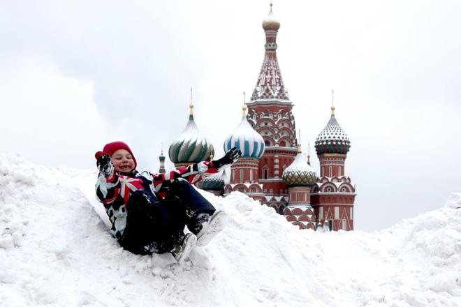 24h qua ảnh: Em bé chơi đùa trên đống tuyết ở Quảng trường Đỏ - Ảnh 7.