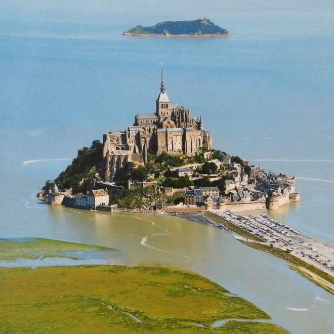 5 hòn đảo khác lạ có thể đi bộ đến thăm quan từ đất liền - Ảnh 1.