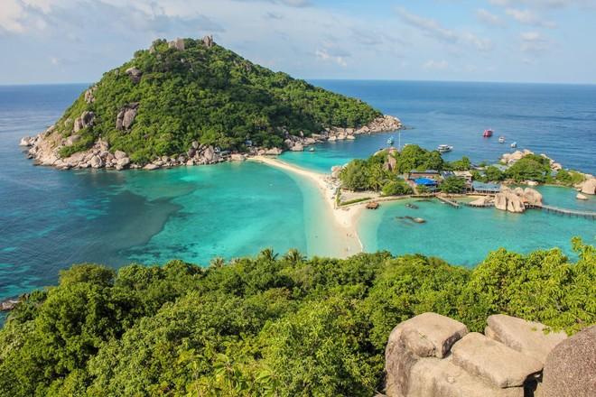 5 hòn đảo khác lạ có thể đi bộ đến thăm quan từ đất liền - Ảnh 3.