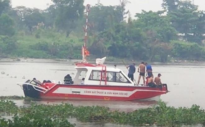 Va chạm trên sông Sài Gòn, 1 người bị nước cuốn mất tích