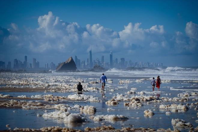 24h qua ảnh: Du khách chiêm ngưỡng thác nước đóng băng ở Ấn Độ - Ảnh 11.