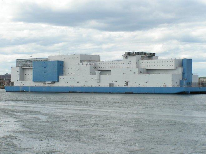Nhà tù 160 triệu USD được cải tạo từ tàu sân bay: Chỉ có 3 quản ngục nhưng nội bất xuất, ngoại bất nhập - Ảnh 1.