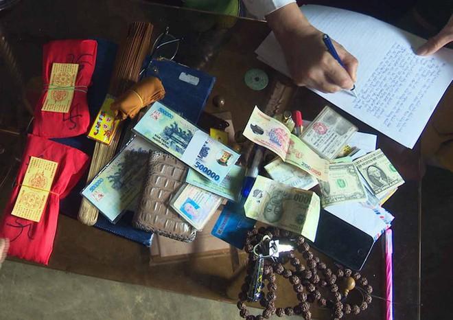 Giả danh tu sĩ đánh tráo 49 triệu đồng bằng tiền vàng mã - Ảnh 1.
