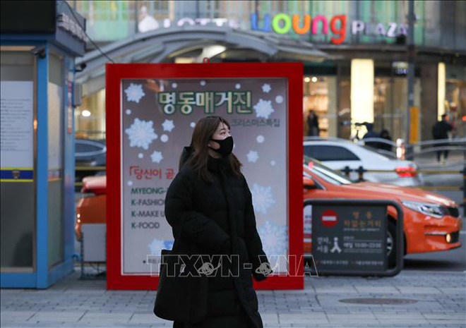 Số ca COVID-19 tăng vọt, thủ đô Hàn Quốc chỉ còn 1 giường chăm sóc đặc biệt - Ảnh 2.