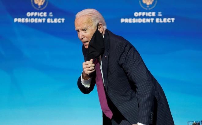 Ông Biden chưa kịp tiêm vắc-xin đã gặp người mắc COVID-19