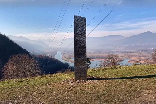 Khối kim loại bí ẩn ở Romania đã biến mất - Ảnh 1.