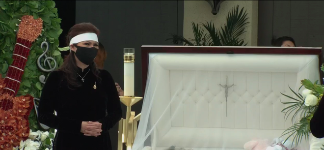 Phương Loan thất thần, liên tục lau nước mắt khi đứng cạnh linh cữu cố nghệ sĩ Chí Tài - Ảnh 17.