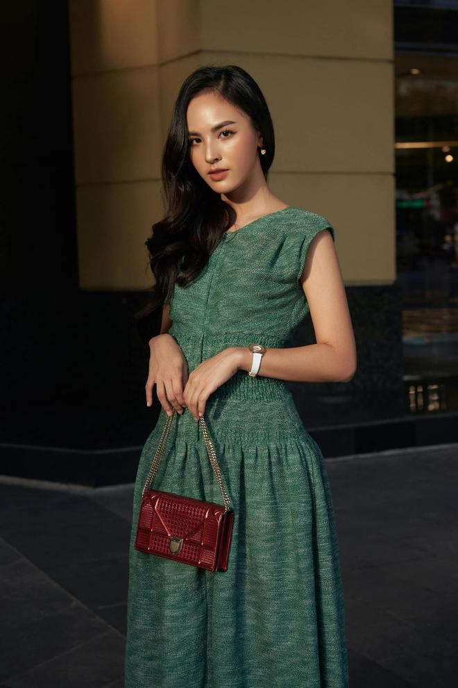 BTV Quỳnh Nga VTV: Năm 2 đại học mới biết đánh son và lý do tiếp tục thi hoa hậu ở tuổi 25 - Ảnh 4.