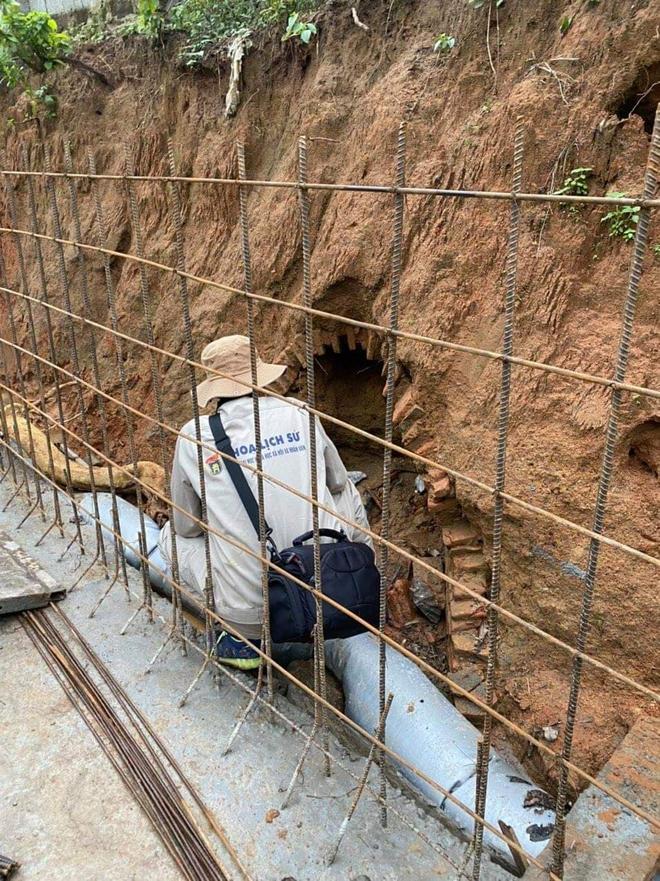 Đào đất làm mương nước phát hiện ngôi mộ cổ hình dáng kỳ bí 2000 năm tuổi - Ảnh 3.