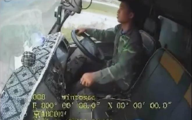 Yêu cầu 3 Cảnh sát giao thông đấm túi bụi tài xế vi phạm ở Bắc Giang viết báo cáo, tường trình - Ảnh 2.