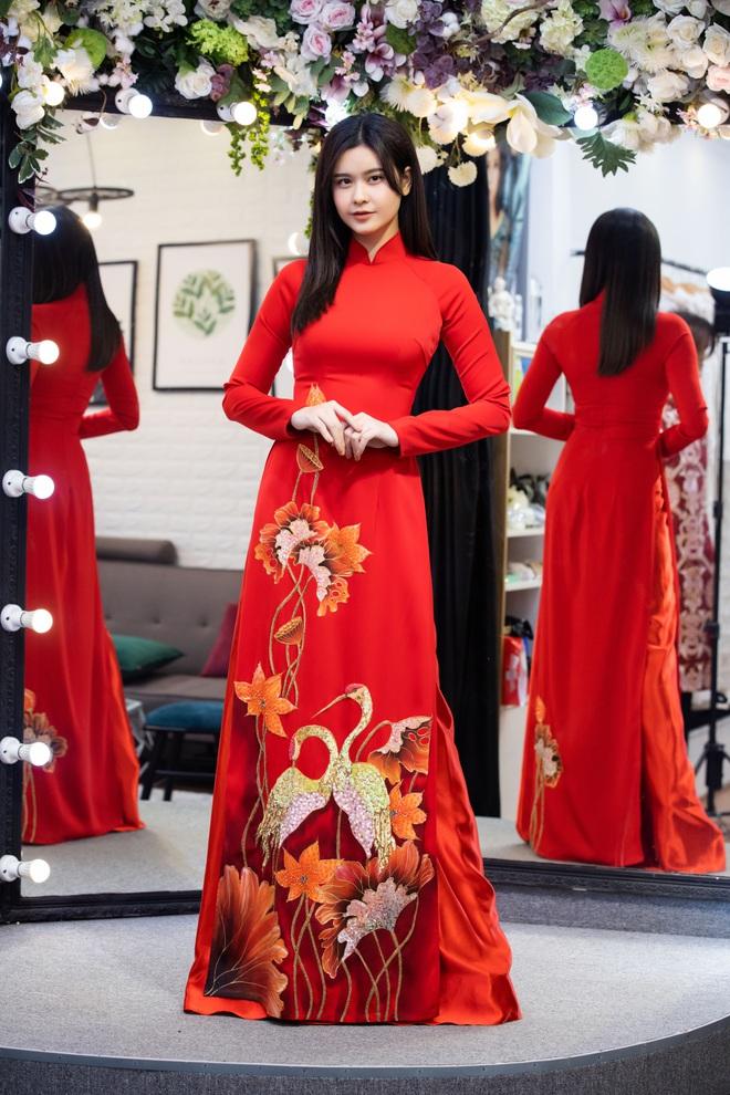 Lê Phương mặc áo dài, bế bổng Trương Quỳnh Anh và Kha Ly - Ảnh 8.