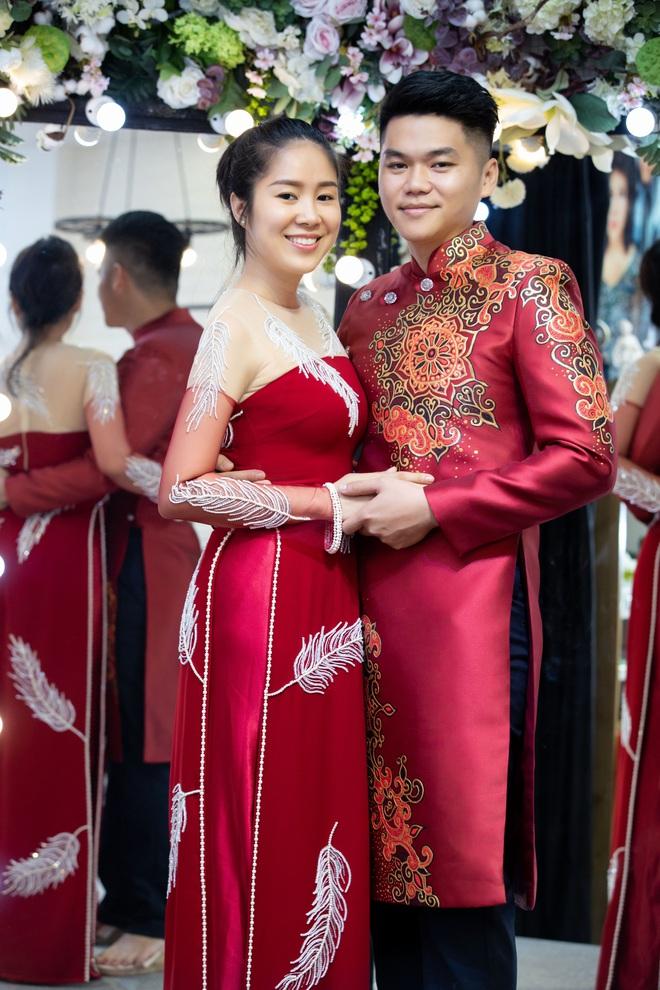 Lê Phương mặc áo dài, bế bổng Trương Quỳnh Anh và Kha Ly - Ảnh 4.
