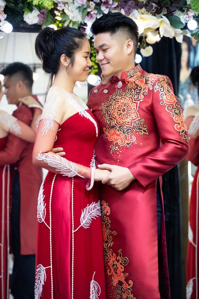 Lê Phương mặc áo dài, bế bổng Trương Quỳnh Anh và Kha Ly - Ảnh 5.
