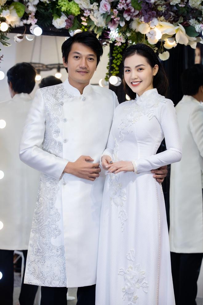Lê Phương mặc áo dài, bế bổng Trương Quỳnh Anh và Kha Ly - Ảnh 11.