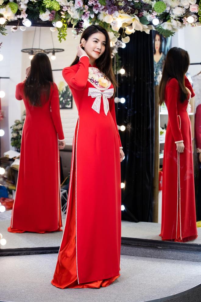 Lê Phương mặc áo dài, bế bổng Trương Quỳnh Anh và Kha Ly - Ảnh 9.
