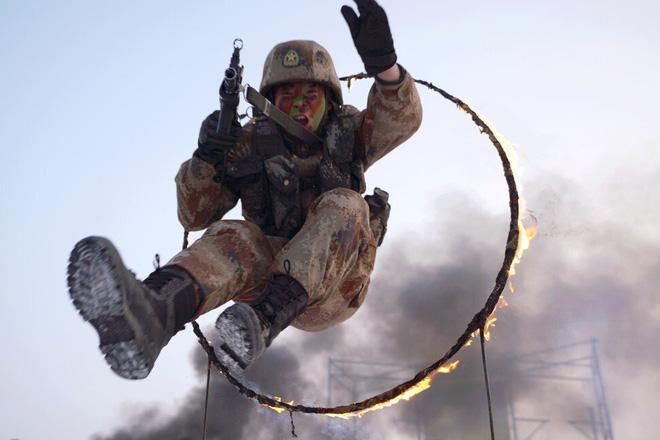 SCMP: Ông Tập có cảm giác nguy cơ mạnh mẽ và nhược điểm lớn của dàn lãnh đạo Quân giải phóng - Ảnh 1.