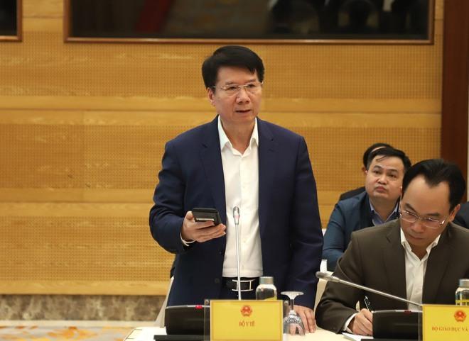 Hai Thứ trưởng nói việc xử lý vụ tiếp viên Vietnam Airlines lây nhiễm Covid-19 ra cộng đồng - Ảnh 1.