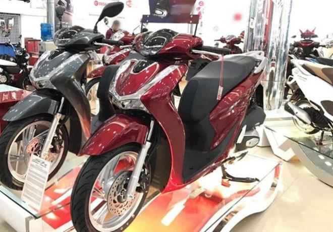 Giá xe Honda SH bất ngờ đảo chiều đầu tháng 12, khách Việt đổ xô đến đại lý tìm hiểu thực hư - Ảnh 1.