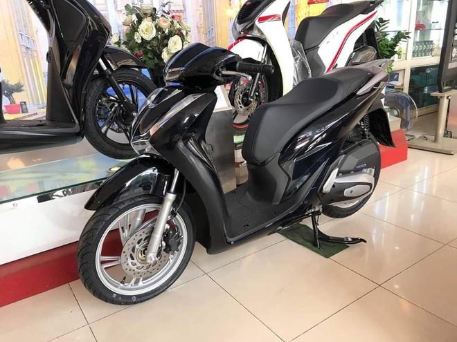 Giá xe Honda SH bất ngờ đảo chiều đầu tháng 12, khách Việt đổ xô đến đại lý tìm hiểu thực hư - Ảnh 2.