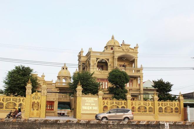 Bắt tạm giam đại gia Thiện Soi, khám xét căn biệt thự dát vàng ở Bà Rịa - Vũng Tàu - ảnh 2