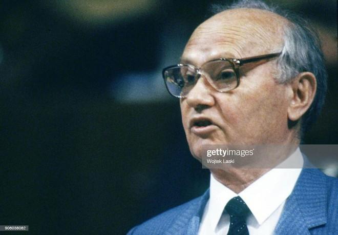 Vì sao khủng khiếp như KGB vẫn không cứu được Liên Xô sụp đổ? - Ảnh 7.