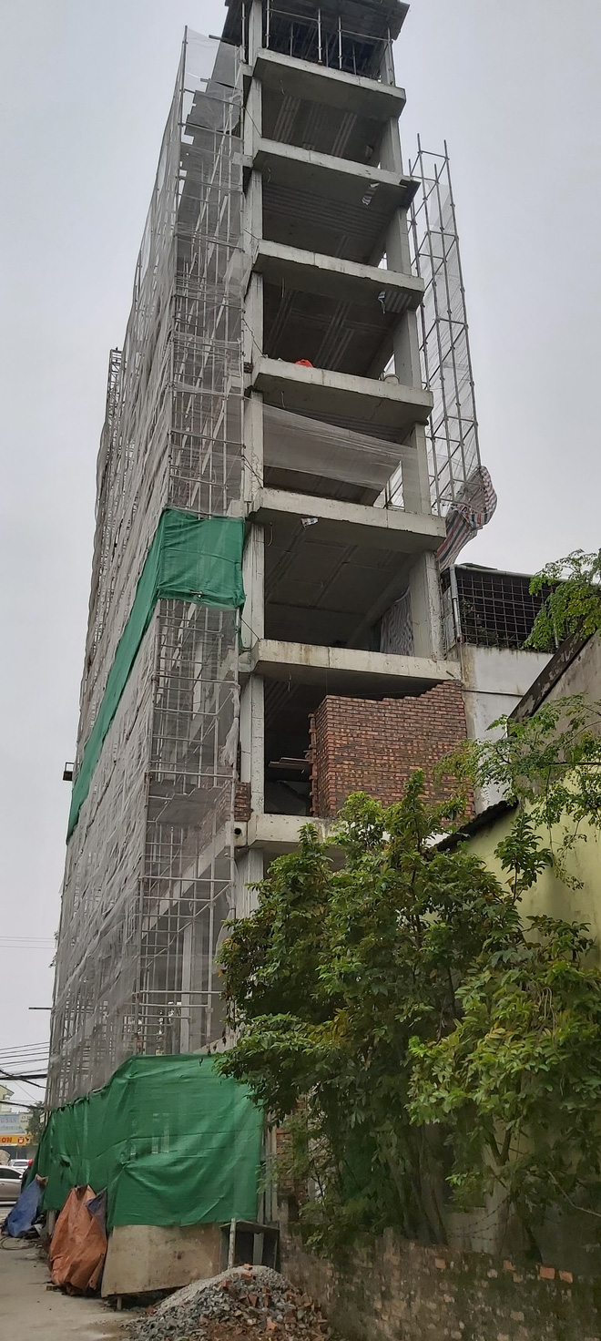 Căn nhà tầng cao chót vót đang xây giữa thành phố Vinh vướng nhiều sai phạm - Ảnh 5.