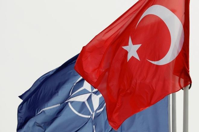 Trừng phạt S-400 Nga lợi cả đôi đường, Thổ gạt nước mắt rời NATO - Ảnh 2.