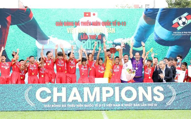 Cựu sao V.League cùng học trò vô địch giải Quốc tế Việt Nam - Nhật Bản