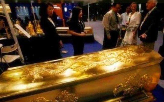 Quan tài được đúc bằng vàng hiếm có bí ẩn nhất thế gian, 10 năm vẫn chưa được mở!