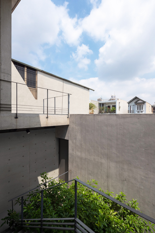 Căn nhà 290m2 chẳng mấy nổi bật tại Thanh Trì, Hà Nội lên báo ngoại - Ảnh 3.