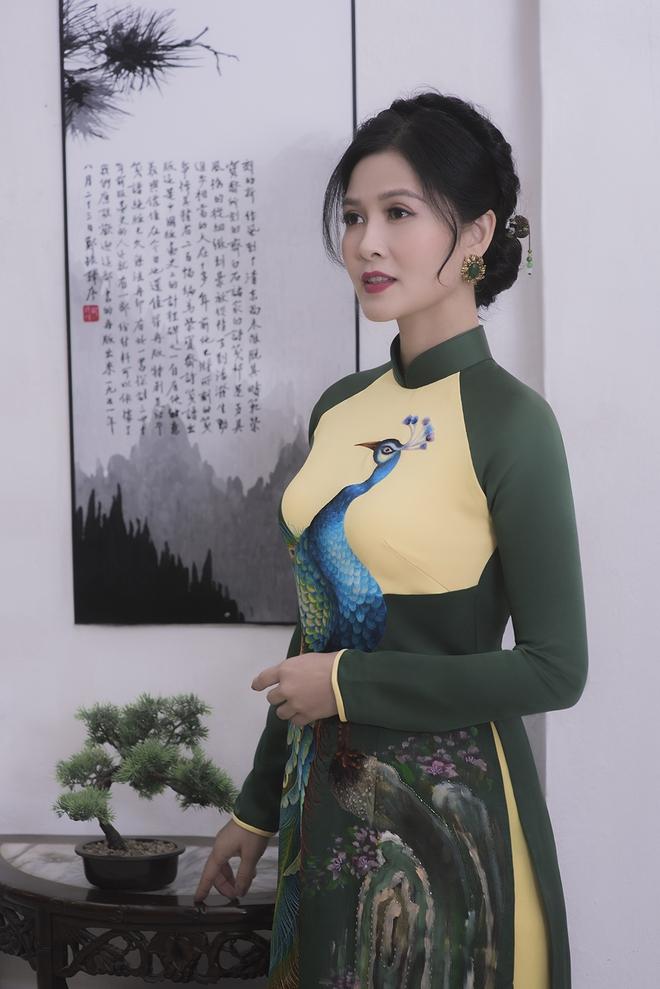 Thúy Hà, Quỳnh Hoa bất ngờ làm mẫu ảnh áo dài - Ảnh 6.
