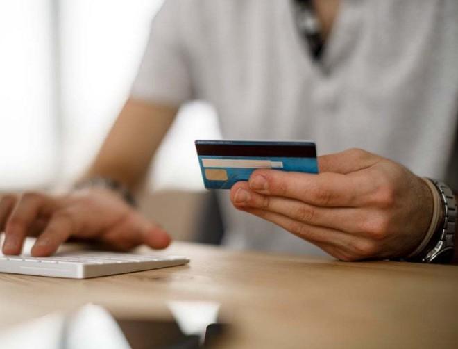 31/3/2021: Dừng phát hành thẻ ATM dùng công nghệ từ - Ảnh 1.