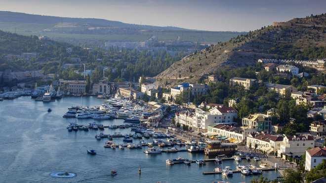 Học giả Ukraine hiến kế: Kiev nên thổi bay 1 thứ của Nga để lấy lại Crimea - TNS Nga đáp trả cực sốc - Ảnh 2.