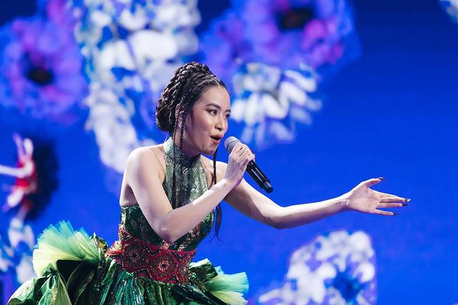 Hoàng Thùy Linh tập luyện tiết mục đặc biệt tặng khán giả - Ảnh 2.
